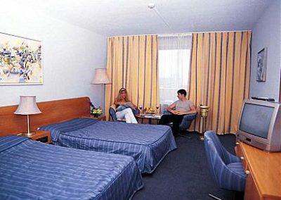 Dolphin room 01