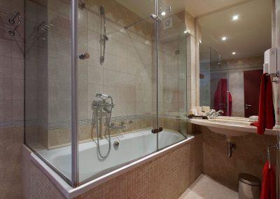 Capitol Room Bathroom