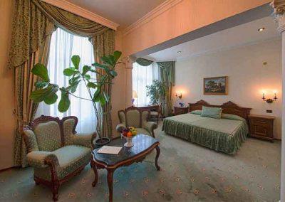 Grand Hotel London Room 01