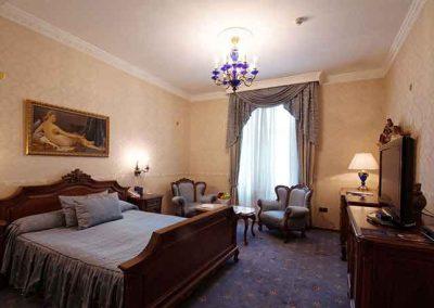 Grand Hotel London Room 04