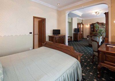 Grand Hotel London Room 08