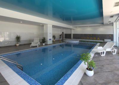 IndoorSwim.pool