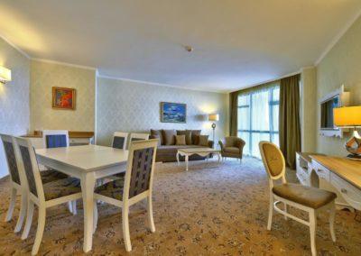 Marina Grand room 08
