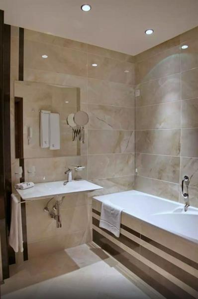 Swiss BelHotel Bathroom 01