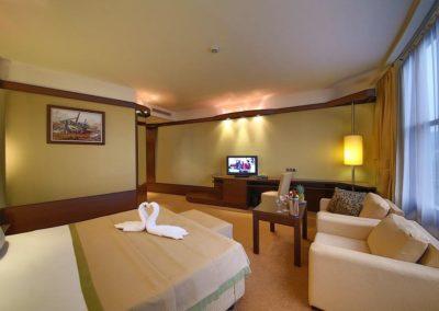 Swiss BelHotel DeLux Room 02