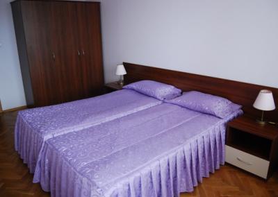 Neshkov Room 03