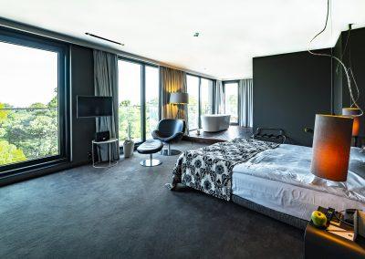 Large suite(1)