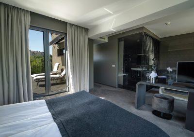 Medium suite 4(3)