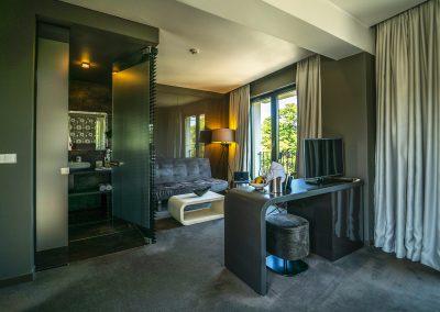Medium suite 4(6)